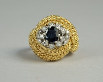Superb and glamorous natural sapphire and diamond vintage ring