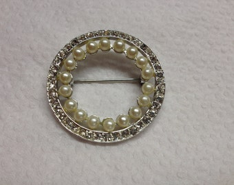 Vintage Silvertone With Faux Pearl and White Rhinestone Design Pin/Brooch