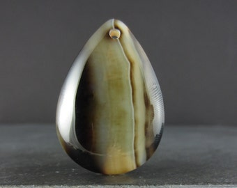 Beautiful agate pendant, Semiprecious stone B5164