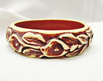 Carved flower bangle - Galalith vintage Plastic - brown cream yellow resin - lily bracelet
