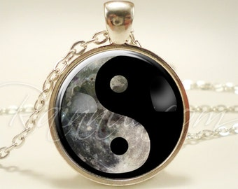 Yin Yang Moon Necklace, Soft Grunge 90s Pendant, Nineties Fashion Jewelry (1986S1IN)