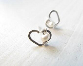 Silver heart earrings, heart studs earrings, pearl earrings, silver earrings, post earrings, romantic jewelry, gold earrings, bridal