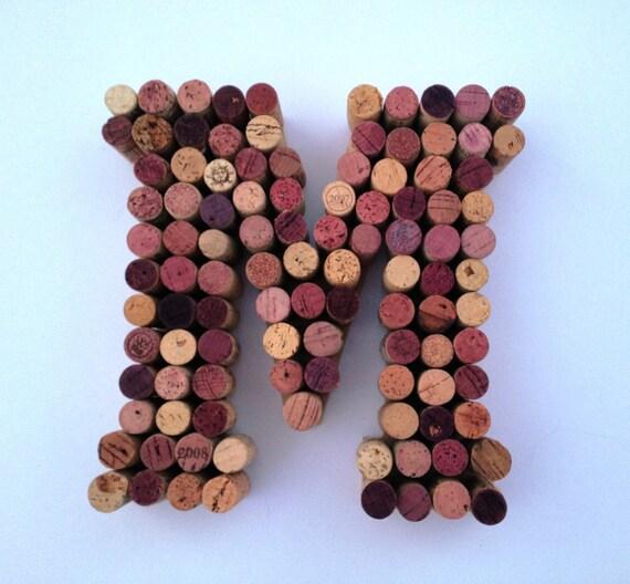 bouchons de vin lettre m fabriqu partir de bouchons de vin. Black Bedroom Furniture Sets. Home Design Ideas
