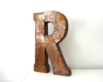 Vintage. Metal. Letter. R. Industrial. German. (H122)