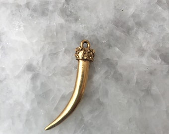 Gold Horn Tusk Pendant, Metal,  Necklace, 2 Sided Pewter, Jewelry Supplies