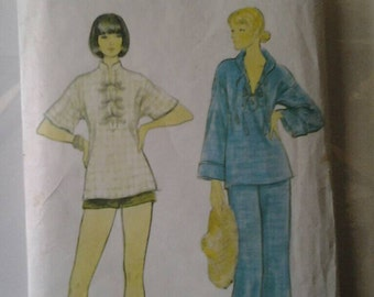 Vogue 9217 Vintage Sewing Pattern Misses Tops Pants and Shorts.