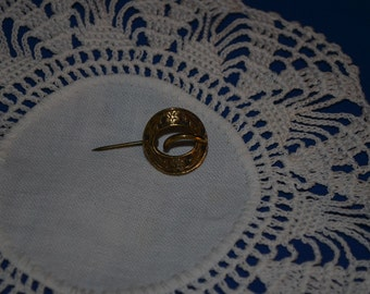 Vintage Round Tiny Etched Pin