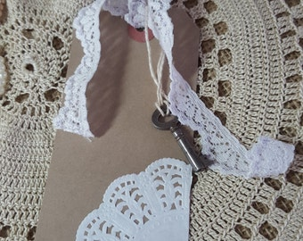 Kraft Gift tag with vintage key, lace ribbon and paper doily, vintage and rustic, with or without lace ribbon