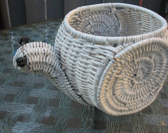 Spiral white rattan. Planteur.Cache pot, planter of rattan.