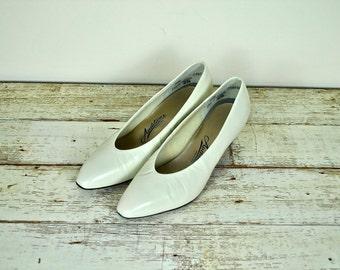 Auditions Cream Pumps, Vintage Cream Pumps, Vintage Off White Shoes