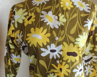 LAURA MAE Life Blouse, Chartreuse, yellow and white daisies on a OD green background . Size 34/11