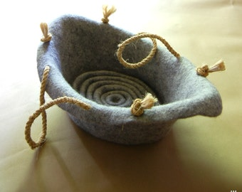 Cat bed boat - cat furniture -  felt cat cave - wool cat bed boat - grey cat bedding - organic wool furniture for cat - made to order