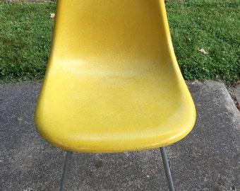 Vintage Herman Miller Eames Chair MCM