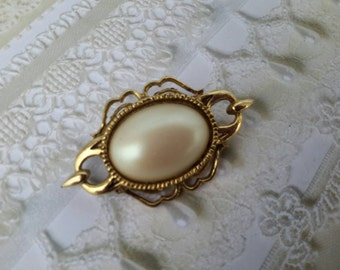 vintage brooch pin costume jewelry pearl