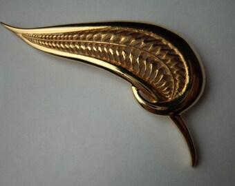 Vintage Signed JJ  Goldtone Abstract Leaf with Striking Detail Brooch/Pin