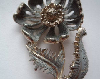 Vintage Signed Hollywood Silvertone Pierced Flower and Leaf Brooch/Pin