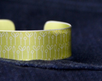 Spring buds pattern cuff bracelet