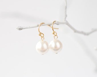 Delicate gold white pearl earrings