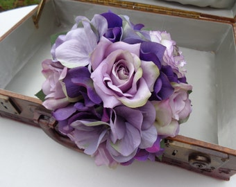 Flower girl bouquet in purple and lavender