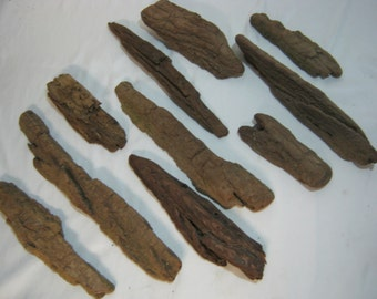 Driftwood Pieces - Bulk Driftwood Collection - Rustic Home Decor Project - Craft Supplies - 10 Bark Pieces