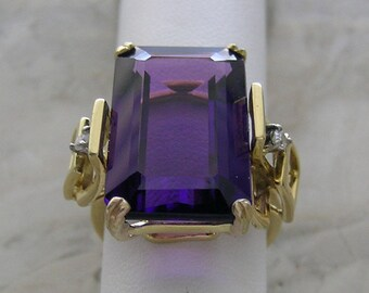18K Yellow Gold Unique Amethyst Ring