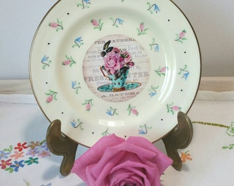 Vintage Wedgwood Decorative Wall Plate made from bone china with beautiful tea cup and flower image. PP018