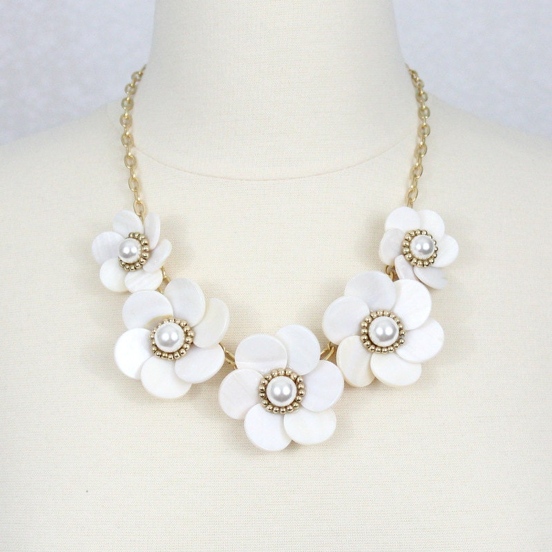 white flower necklace big flower statement by helenscollection