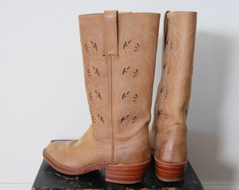 Frye Boots Leather Western Cowboy Shoes - Vintage Tall Embroidered Tan Sand. Ladies Size US 6.5 6 1/2 M Eur Euro 37 UK 4.5 4 1/2