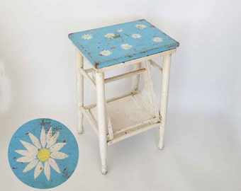 The Lazy Daisy Chippy Vintage Stool Paint Rustic Folk Art Cottage Stepladder Stool: Vintage Home Décor Furniture Step Ladder, Rustic Seat