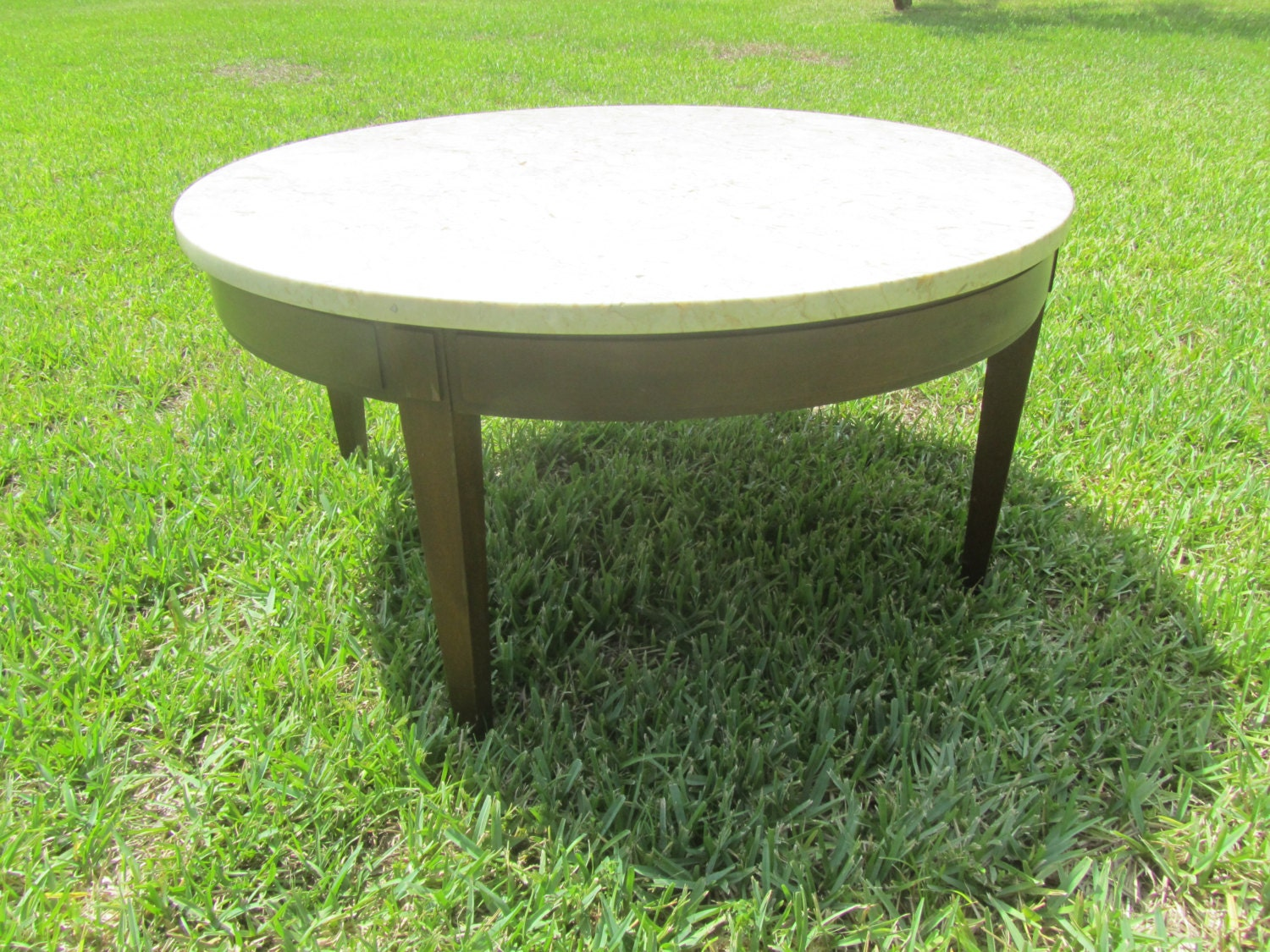 Round table coffee tablemarble top tablevintage table for Vintage round marble coffee table