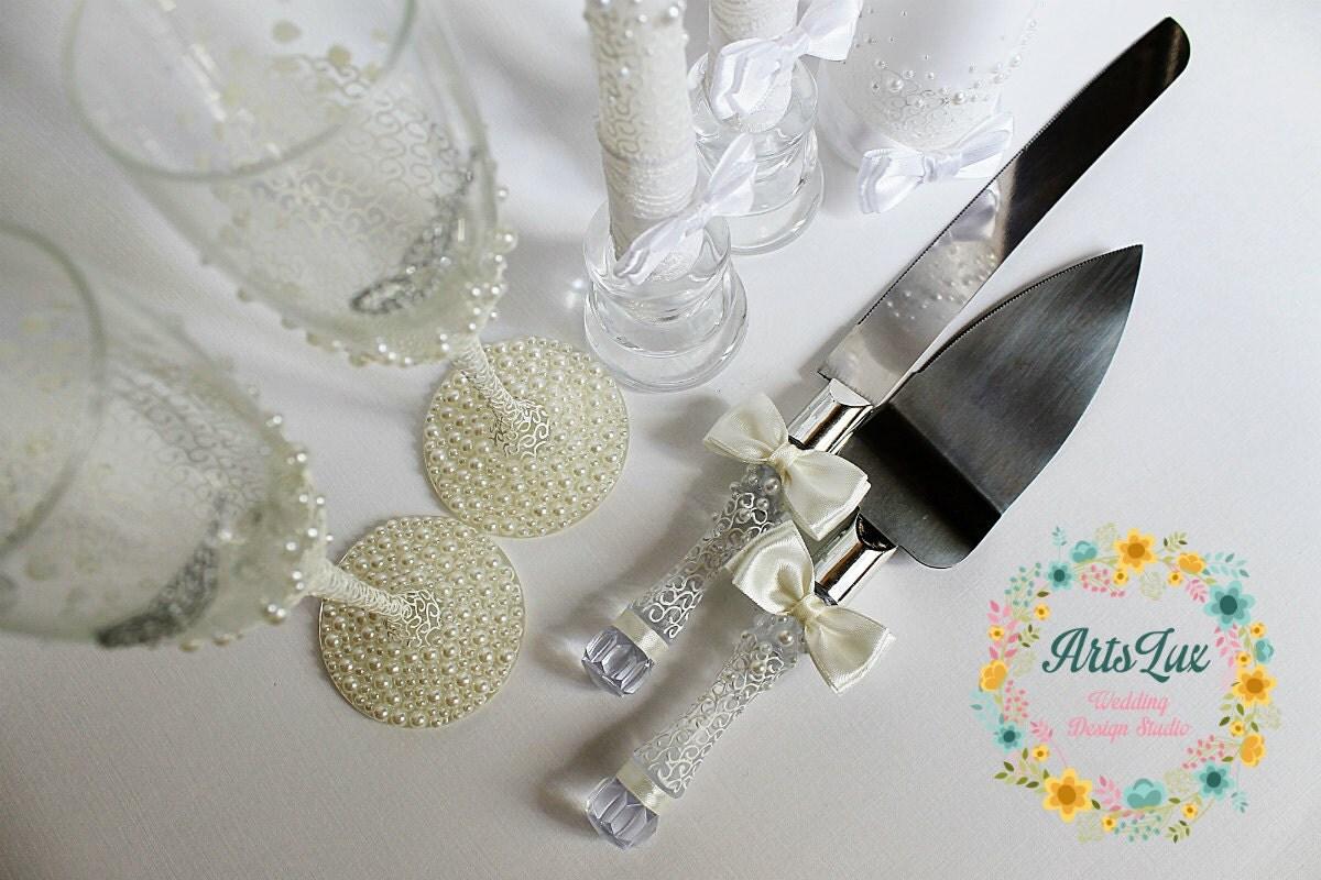 Wedding Cake Serving Set in Ivory-Wedding Cake and Knife Set