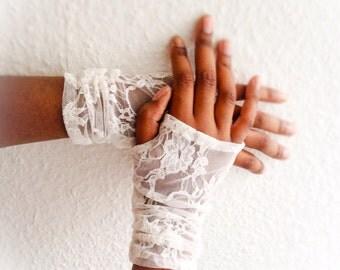 Ivory fingerless gloves, lace fingerless  gloves, wedding gloves bridal gloves, stretch gloves, lace wedding gloves, Ruching bridal gloves,