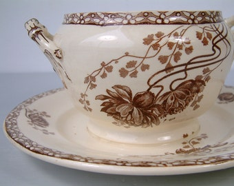 Antique french ironstone brown transferware sauce / gravy boat from Sarreguemines. Art Nouveau. Brown transferware. French transferware