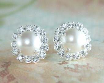 Bridal earrings,pearl bridal earrings,White pearl earrings,Pearl halo earrings,Halo earrings,White pearl stud earrings,Pearl earring,Wedding