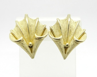 Coro Leaf Earrings, Vintage Gold Tone Curved Leaf Clip-ons, Matte Gold Signed Coro Jewelry