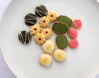 25% OFF SALE **** Assorted fancy cookies set of 17 - American Girl Bakery/Pâtisserie Treats - Gourmet 18 Inch Doll Food