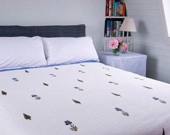 WHITE QUILT BEDSPREAD - Blue cypress