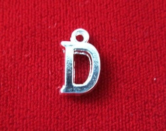 "10pc ""D"" charms in silver style (BC693)"