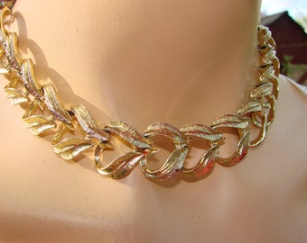 Mad Men 1960's gold tone choker.  Lovely midcentury classic necklace perfect for any occasion or outfit.