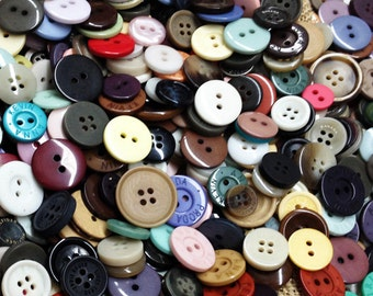 One Pounds of BULK Assorted Buttons for craft projects, bead, crochet, quilt, sewing