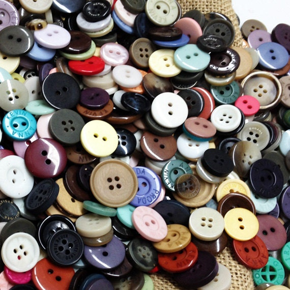 one pounds of bulk assorted buttons for craft projects