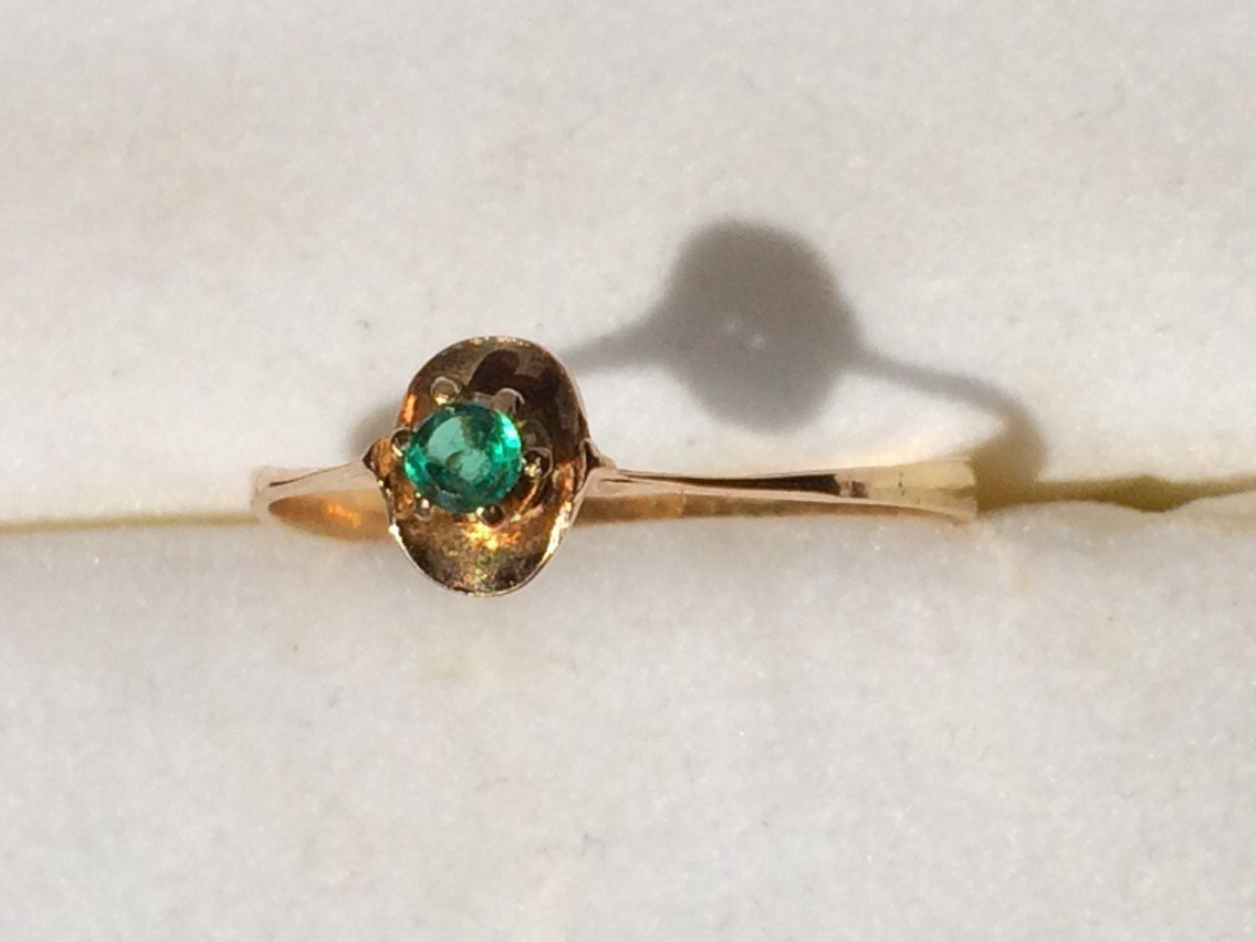 vintage emerald promise ring in a 14k yellow gold setting