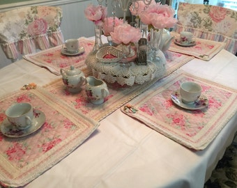 Shabby chic placemats and table runner