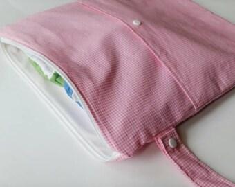 Medium Wetbag, Waterproof Bag, Pink Diaper Bag, Gingham Wetbag, Diaper Organizer, Cloth Diaper Storage, Wet/Dry Bag