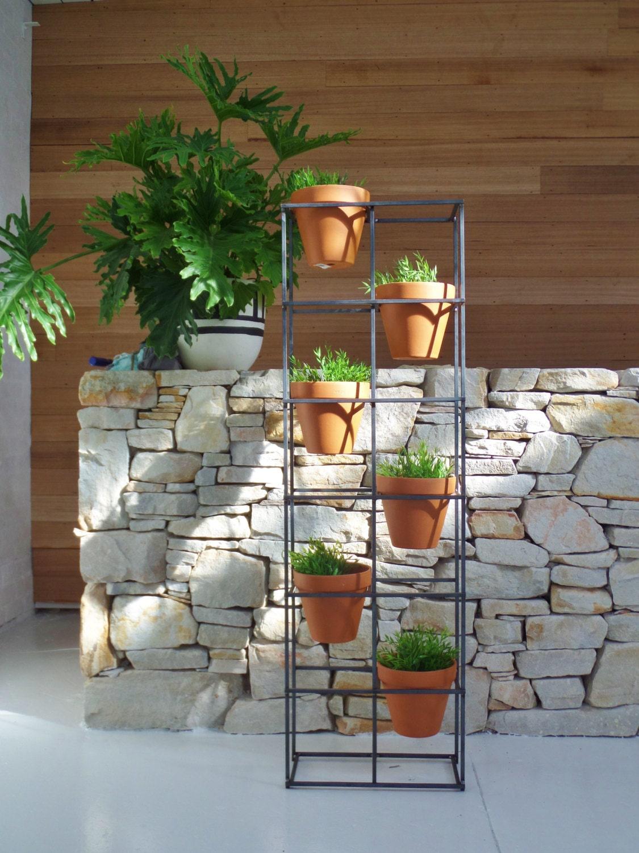 vertical garden an asymmetric design holding six terracotta. Black Bedroom Furniture Sets. Home Design Ideas
