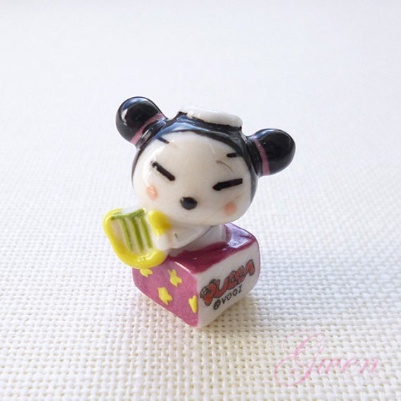 Tiny 1 pucca doll figurine porcelain miniature by for Decoration epiphanie