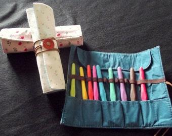 9 Aluminum Crochet Hook Set in Rolly Kit Bag Crochet Hook organiser. 2-6mm Color Coded Soft Grip Handles & Choice of Coloured Rolly Kit