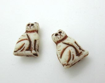 Glass Cat Bead, Czech Glass Off White, Cream Colored Sitting Cat Bead, 20mm