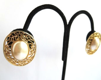 Vintage Pearl Gold Tone Filigree Clip On Earrings