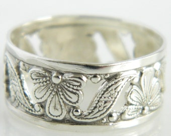 Vintage Sterling Silver Floral Design Ring